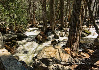 yosemite_flows_in_spring